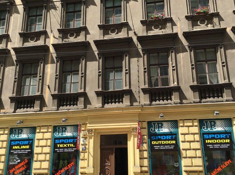 Malířské práce činžovního domu Praha