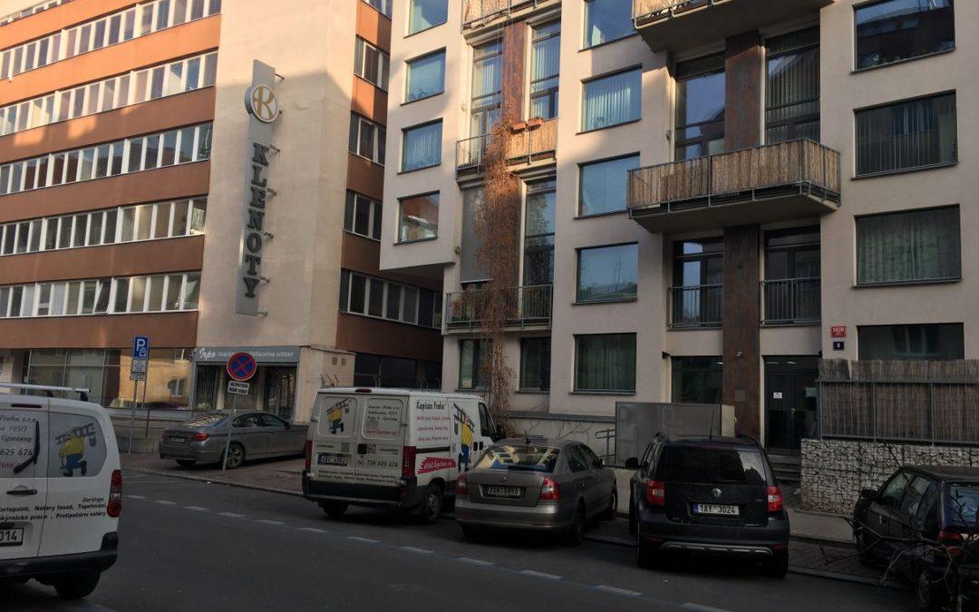 Malování bytového domu Praha 8 Libeň