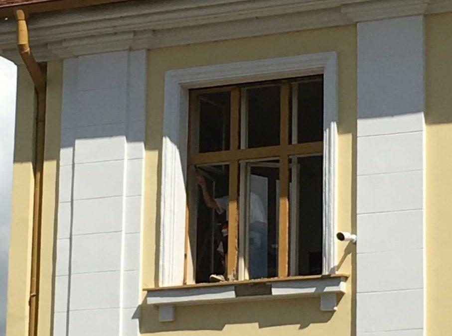 Mateřská škola Španělská Lakování oken