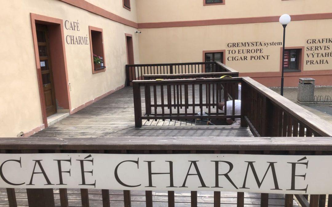 Café Charmé Repase dřevěných prvků