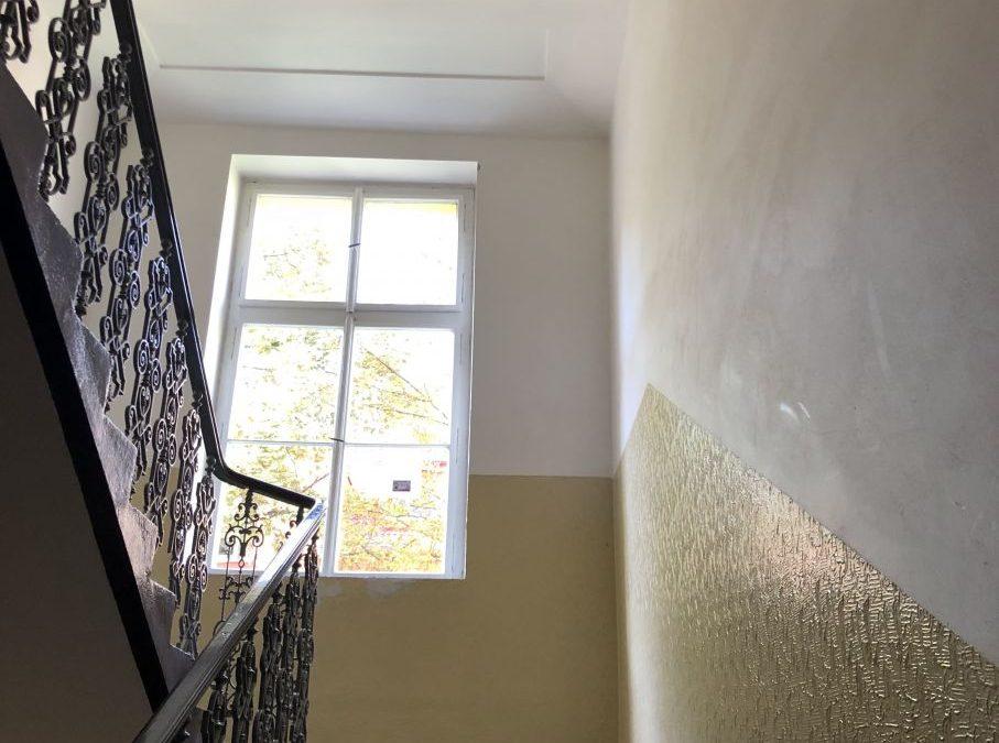 Malování činžovního domu Praha 5 Na Skalce