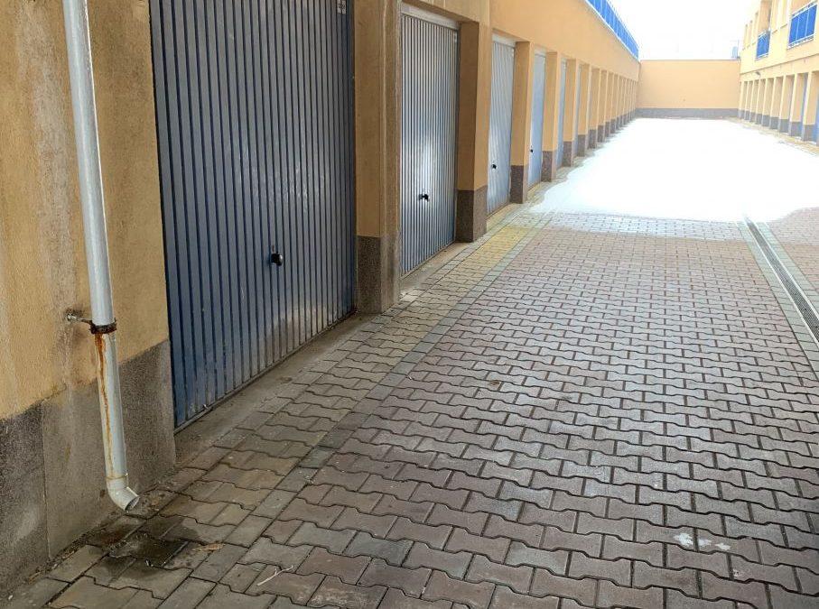 Malování garáže a elektro instalace