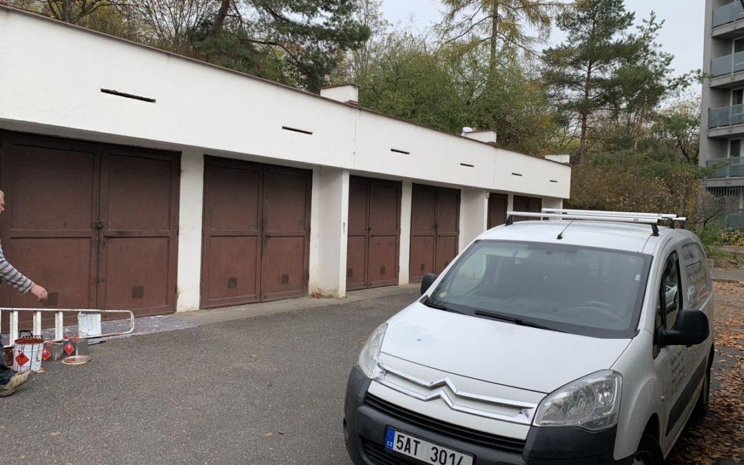 Nátěr střechy a garážových vrat pro SVJ