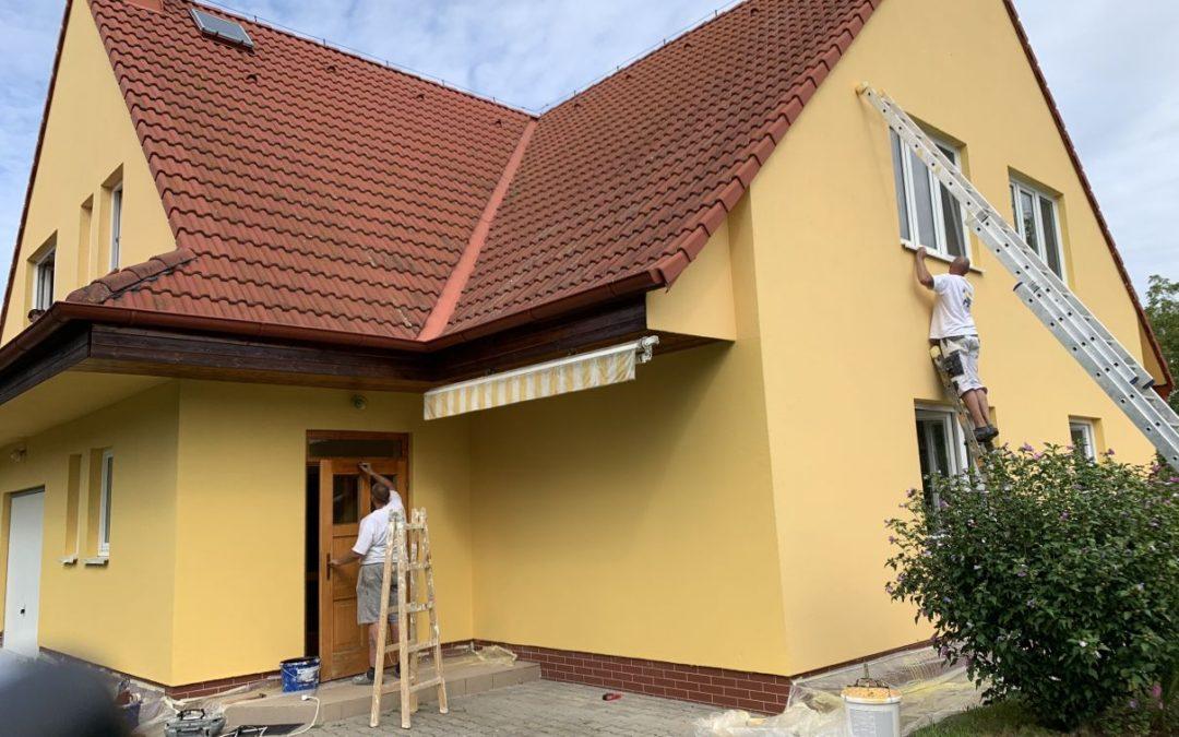 Nátěr fasády v ulici k Vinoři Praha 9